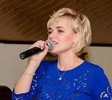 Ведущая Елена Яцина